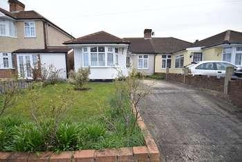 3 Bedrooms Semi Detached Bungalow for sale in Cray Road, Belvedere