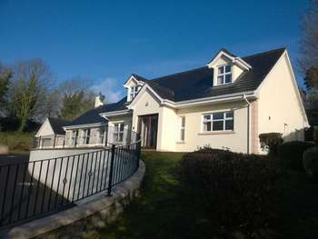 4 Bedrooms Bungalow for sale in 17 Church Road - Altnagelvin - BT47 3QB