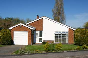 3 Bedrooms Detached Bungalow for sale in Roseway, Burton, Wrexham