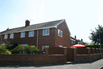 4 Bedrooms Semi Detached House for sale in Oakdale Close, Goole