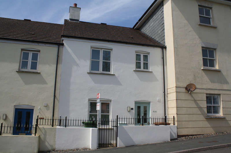 3 Bedrooms Terraced House for sale in Lower Saltram, Oreston.