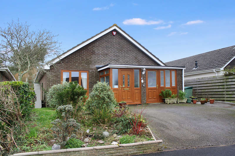2 Bedrooms Detached Bungalow for sale in Hawthorn Drive, Wembury.