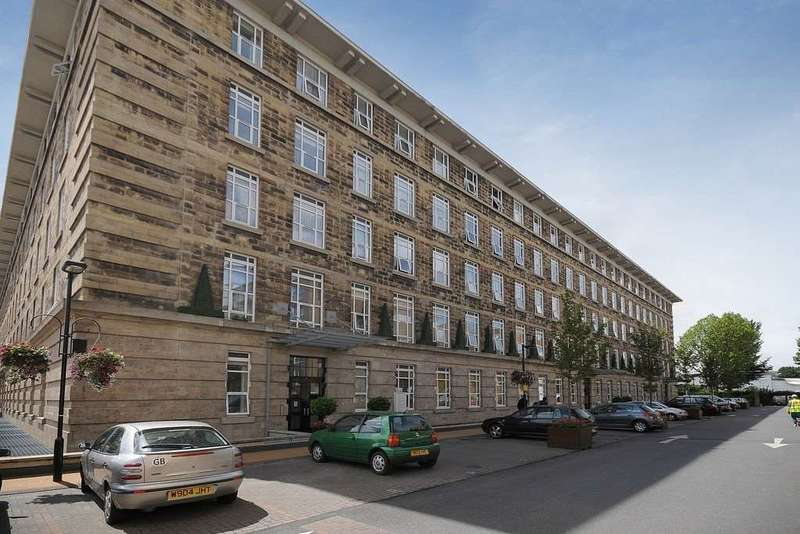 4 Bedrooms Apartment Flat for sale in Bromyard House, Bromyard Avenue, Acton, W3 7BN