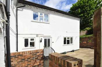 2 Bedrooms Terraced House for sale in Bernards Hill, Bridgnorth