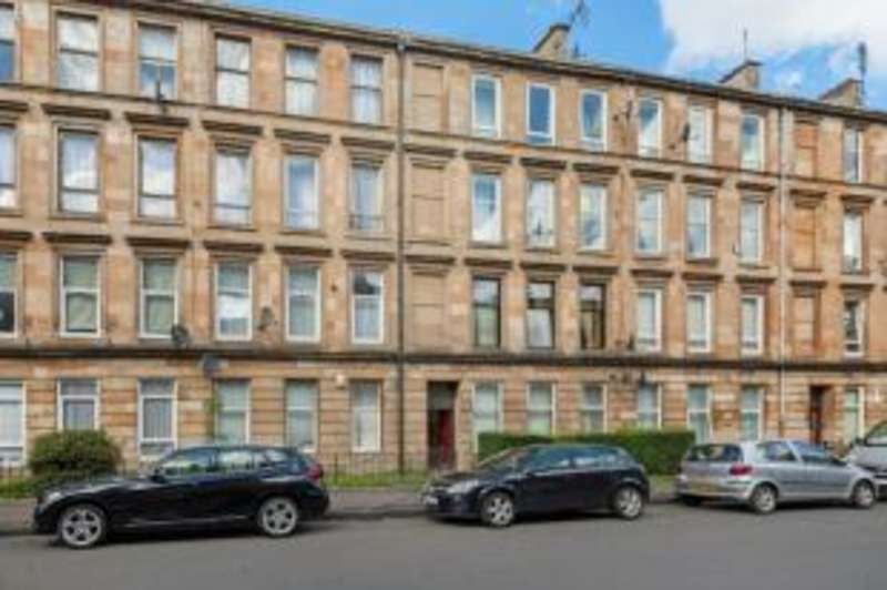 2 Bedrooms Flat for sale in Albert Road, Glasgow