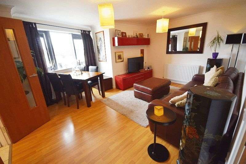 2 Bedrooms Flat for sale in Monteagle Way, Hackney, London, E5