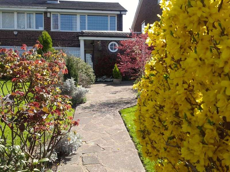 4 Bedrooms Semi Detached House for sale in Upper Rainham Road, Hornchurch