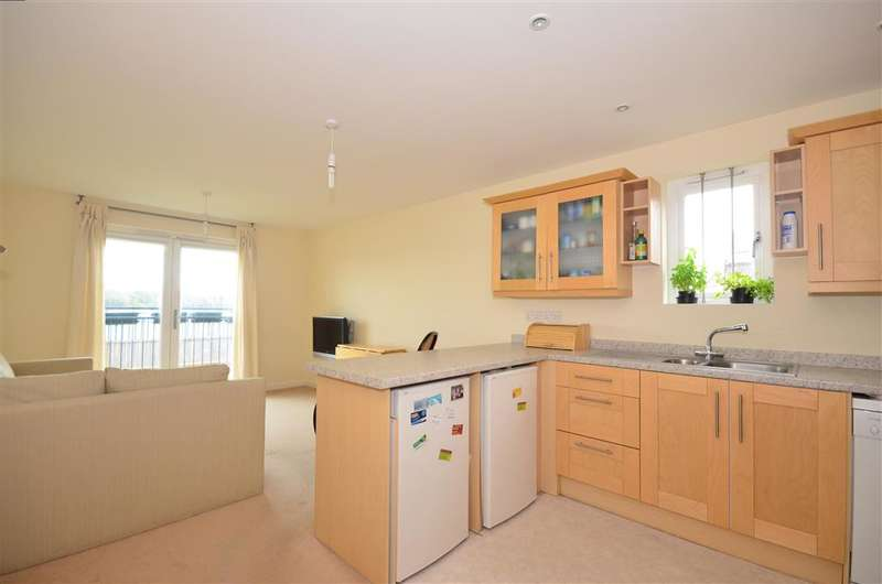 2 Bedrooms Apartment Flat for sale in Searle Drive, Gosport, Hampshire