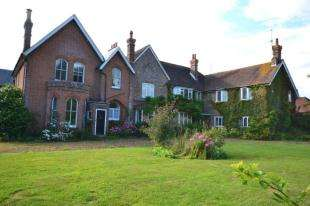 2 Bedrooms Flat for sale in Lunsford Manor, Ninfield Road, Bexhill-On-Sea, East Sussex