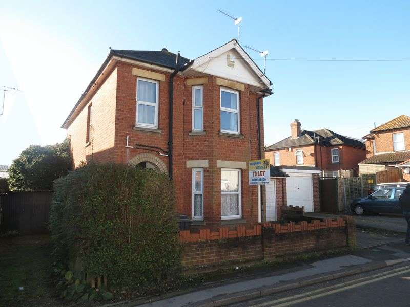 5 Bedrooms Detached House for rent in Castle Road, Bournemouth