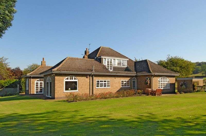5 Bedrooms Detached House for sale in Woolsthorpe by Belvoir, Grantham