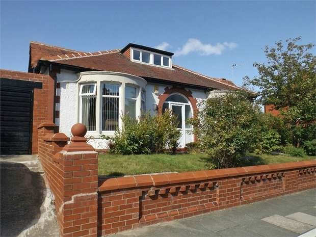 3 Bedrooms Detached House for sale in Gloucester Avenue, Blackpool, Lancashire