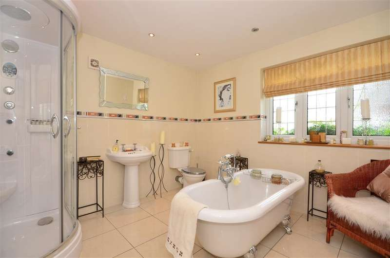 5 Bedrooms Detached House for sale in Hill Road, Theydon Bois, Epping, Essex
