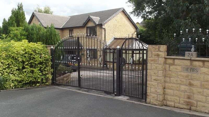 5 Bedrooms Detached House for sale in Brookwater Close, Bury