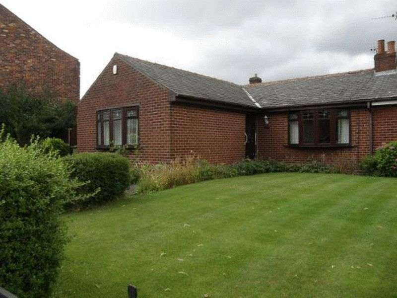 2 Bedrooms Semi Detached Bungalow for sale in Ashton Road East, Manchester