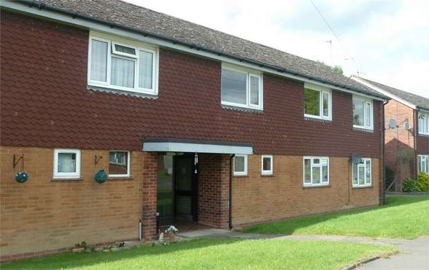2 Bedrooms Flat for sale in Spion Kop, Pinvin, Pershore, Worcestershire