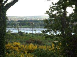 2 Bedrooms Flat for sale in East Cowes, Isle of Wight