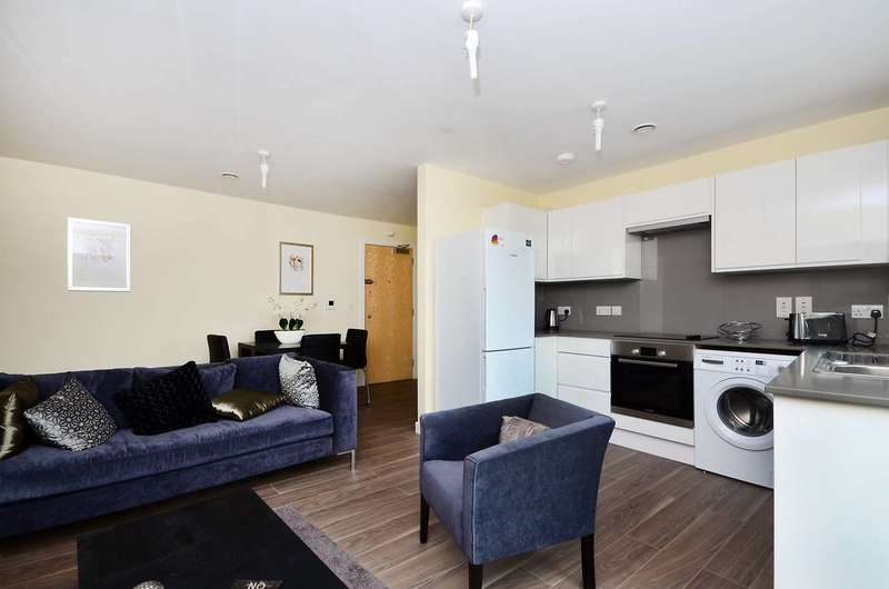 2 Bedrooms Flat for sale in Deepak House, Tooting, SW17