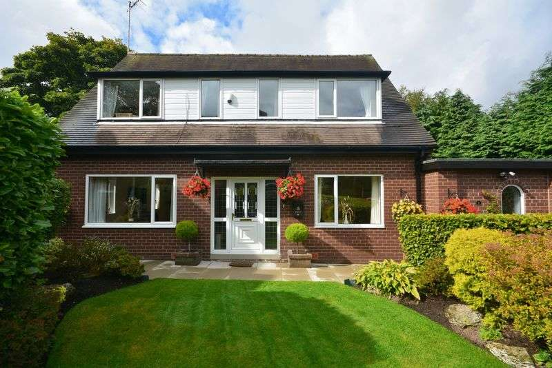 3 Bedrooms Detached House for sale in Hollins Close, Accrington