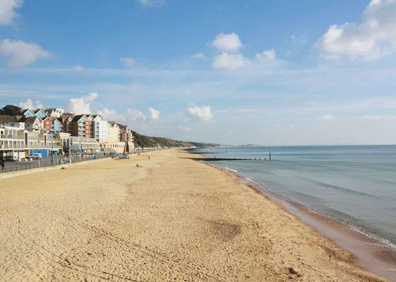 2 Bedrooms Flat for sale in Honeycombe Chine, Bournemouth