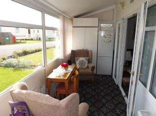 2 Bedrooms Bungalow for sale in Bungalow, Baythorpe Caravan Park, Burgh Road, Skegness