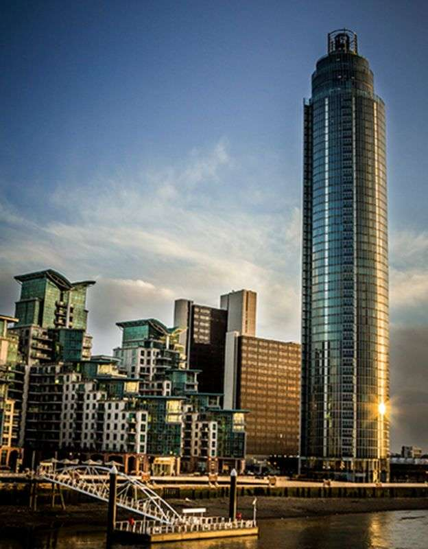 2 Bedrooms Flat for sale in 1 Nine Elms Lane, Nine Elms SW8