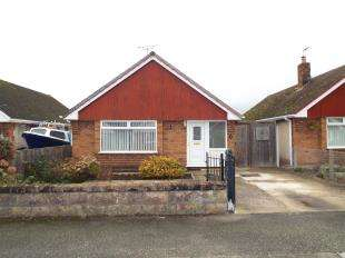 3 Bedrooms Bungalow for sale in Woodside Gardens, Rhyl, Denbighshire, LL18