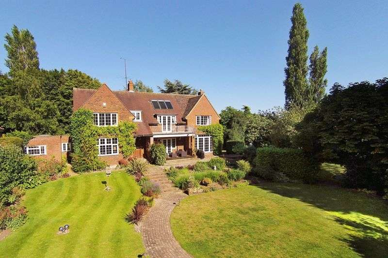 5 Bedrooms Detached House for sale in Letchworth Garden City, Herts