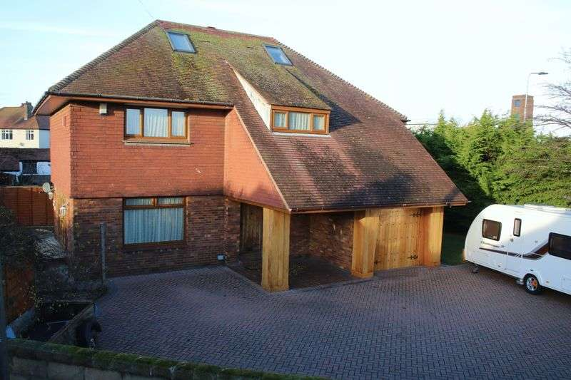 5 Bedrooms Detached House for sale in Lynton Walk, Rhyl