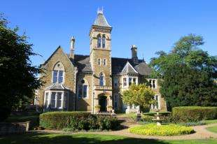2 Bedrooms Flat for sale in Eckington Hall, Mosborough, Sheffield, South Yorkshire