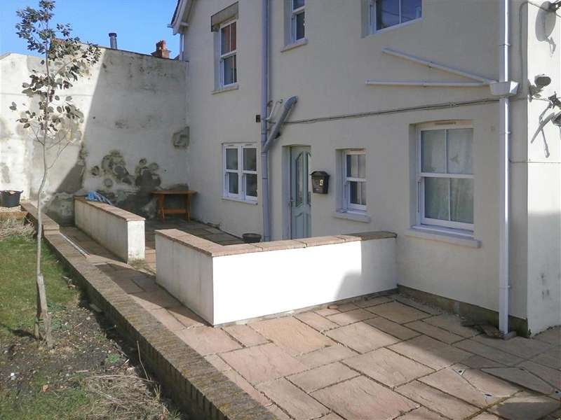1 Bedroom Apartment Flat for sale in The Broadway, Totland Bay, Isle of Wight