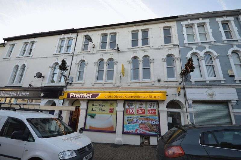 2 Bedrooms Flat for sale in Cross Street, Abergavenny