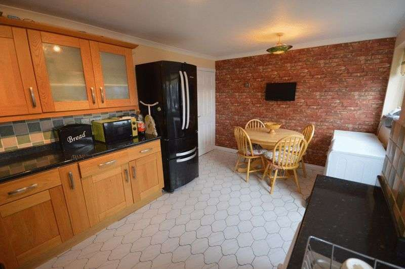 3 Bedrooms Detached House for sale in Walnut Drive Caerleon