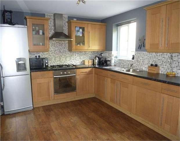 4 Bedrooms End Of Terrace House for sale in Tithefields, Fenay Bridge, HUDDERSFIELD, West Yorkshire