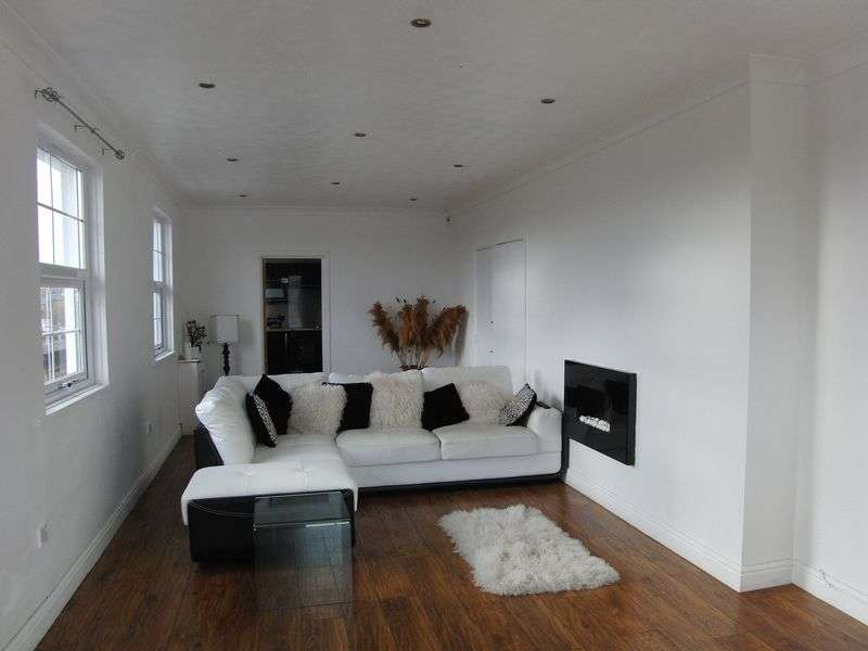 2 Bedrooms Flat for sale in Vale Lodge, Walton