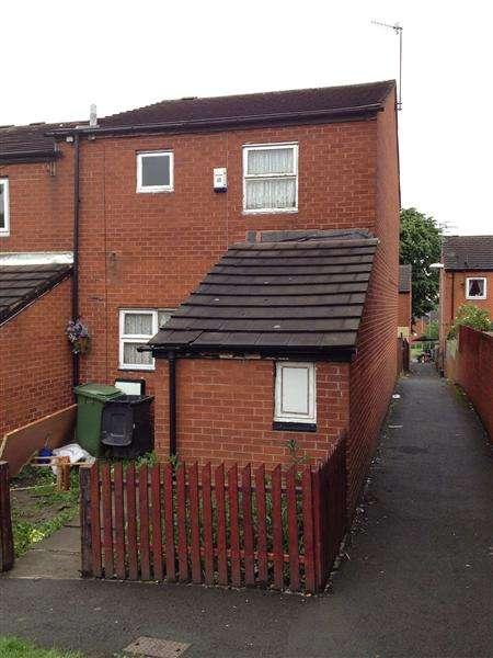 3 Bedrooms Terraced House for sale in Normanton Grove, Leeds