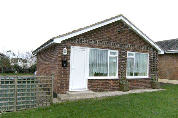 2 Bedrooms Bungalow for sale in Dolphin Way, Gristhorpe