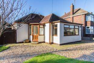 2 Bedrooms Bungalow for sale in Queens Walk, Thornton-Cleveleys, Lancashire, FY5