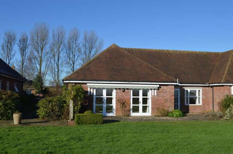 2 Bedrooms Bungalow for sale in Higher Holton , Nr Wincanton