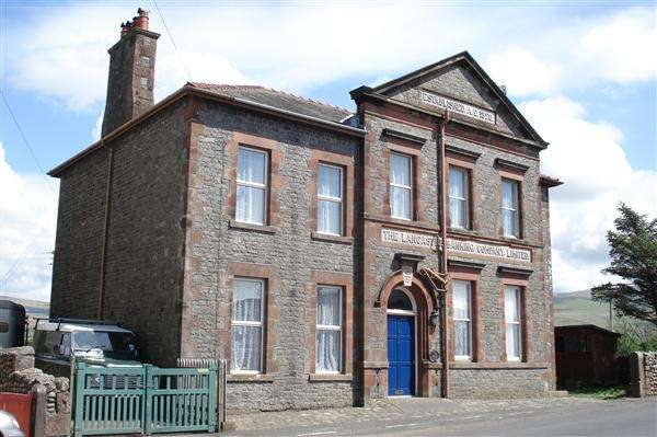 6 Bedrooms Detached House for sale in Bank House, BOOTLE STATION