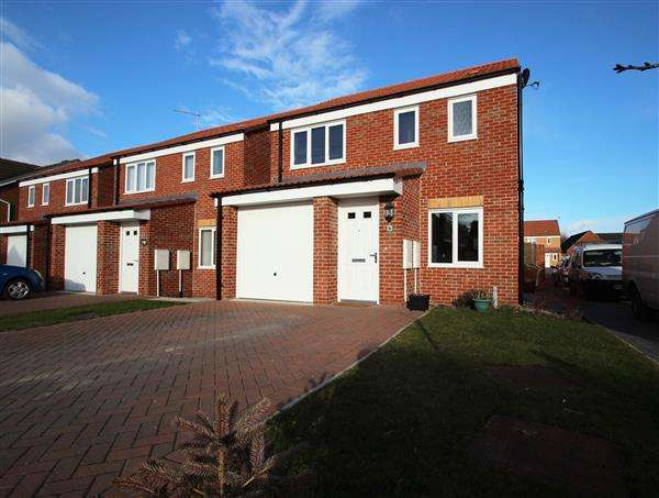 3 Bedrooms Detached House for sale in Northfield Avenue, South Kirkby