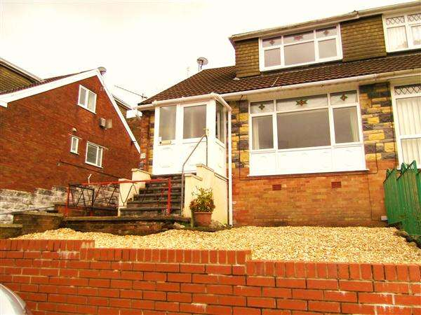 3 Bedrooms Semi Detached House for sale in Kimberley Way, Glynfach