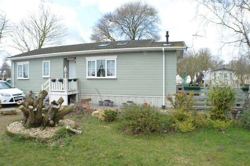 2 Bedrooms Park Home Mobile Home for sale in Elm Drive, Tattershall Country Lakes