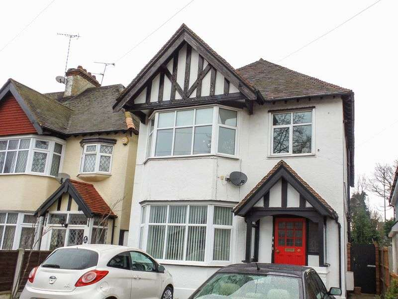 1 Bedroom Flat for sale in Acacia Drive, Thorpe Bay