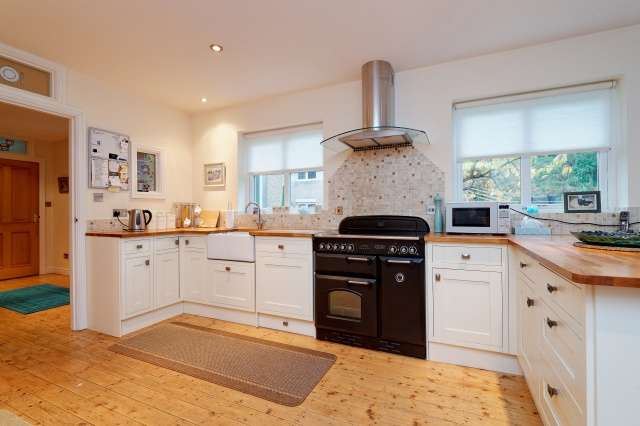 3 Bedrooms Detached House for sale in Old Station Court, Portpatrick, Dumfries and Galloway, DG9 8LB