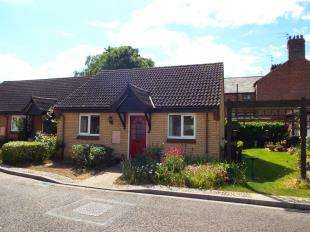 2 Bedrooms Bungalow for sale in Kimbolton Court, Peterborough, Cambridgeshire