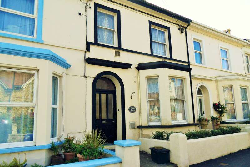 3 Bedrooms Flat for sale in Manor Terrace, Seaton