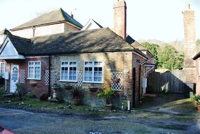 2 Bedrooms Terraced House for sale in School Road, Tilmanstone