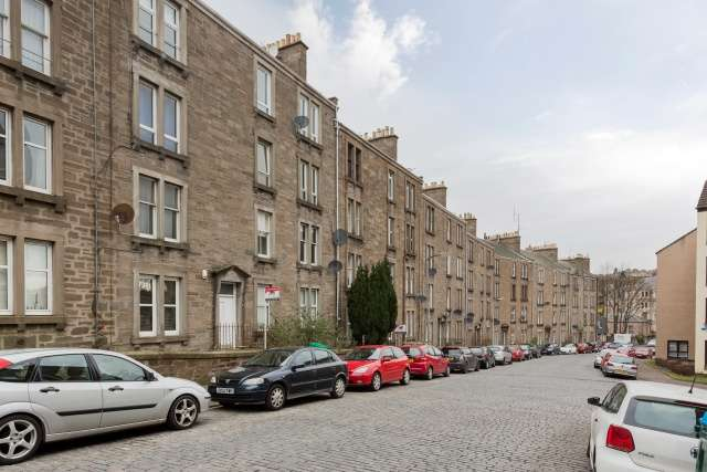 2 Bedrooms Ground Flat for sale in Forest Park Road, Dundee, Angus, DD1 5NY
