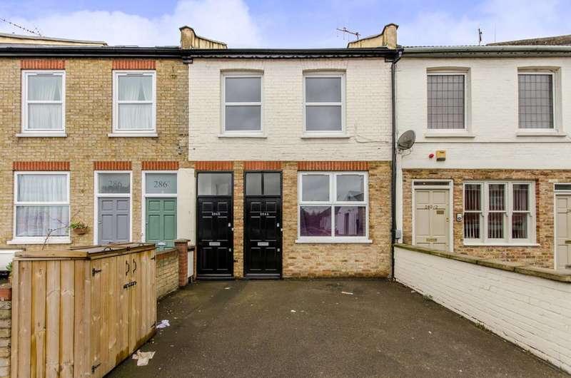 3 Bedrooms Flat for sale in Merton Road, Wandsworth, SW18